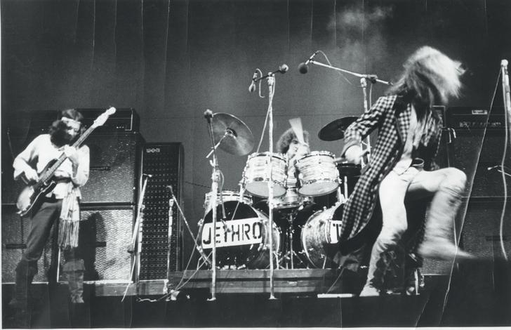 1968-claude-nobs-archves-jethro-tull-pp-104-105_0